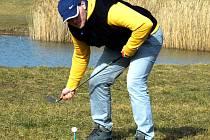 U mosteckého kostela se konal turnaj v extrémním golfu.