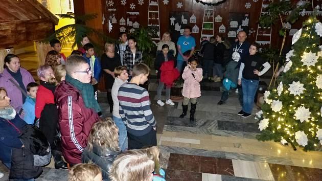 Česko zpívá koledy v ZŠ a SŠ Palachova Most