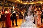 Bejaré maturitní veselí zažili účastníci plesu oktávy Gymnázia T. G. Masaryka v Litvínově,