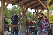 Žáci ZUŠ F. L. Gassmanna koncertovali pro seniory z domova v Barvířské ulici.