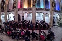 Česko zpívá koledy v mosteckém kostele.