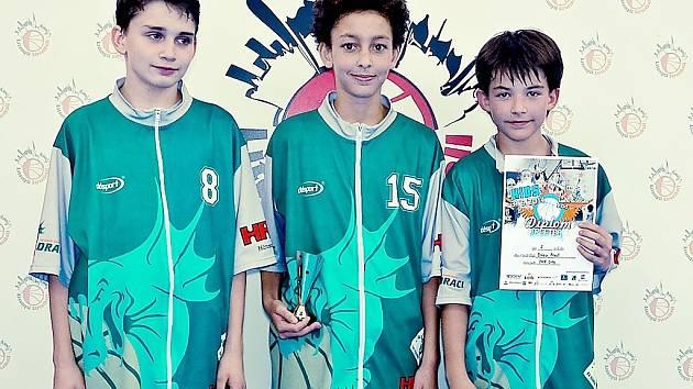 Mladí hráči BK Baník Most, kteří vyválčili v Litomyšli stříbrné medaile. Jako jediní hráli na turnaji bez střídání.