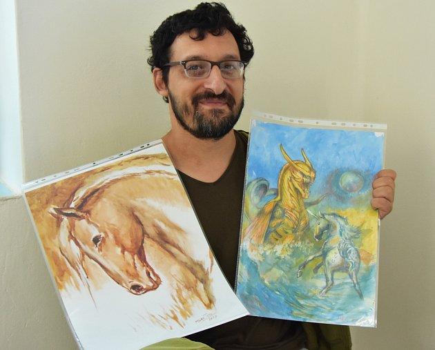 Milan Tóth skávovým obrazem nakresleným pravou rukou a fantasy výjevem, jehož detaily už musel dotáhnout levačkou.