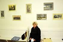 Helena Ambrosová a její velké téma, zmizelý Most, tentokrát v modlitebně na Zahražanech. Starý Most připomínal pražskou Malou Stranu a lákal umělce.