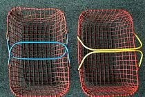 RETRO. Drátěné košíky, vzpomínka na nakupování v samoobsluhách v dobách totality.