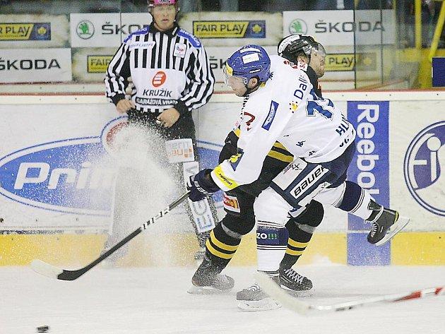 Litvínov (v černém) versus Vítkovice.