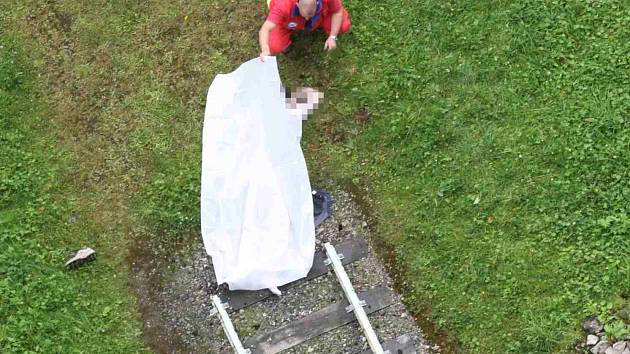 Mladý muž skoncoval se životem skokem z hráze
