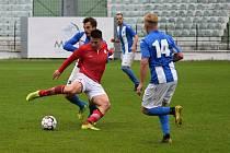 Mostecký fotbalový klub (v modrém) hraje tento víkend venku.