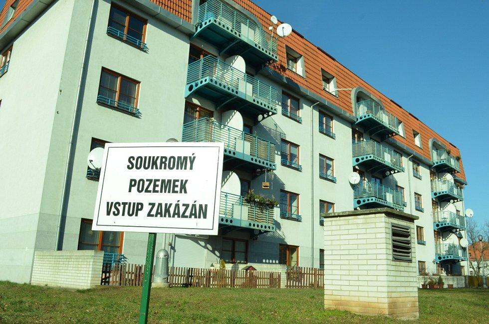 Zóna 2B u bývalých kasáren v Mostě.