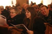 Česko zpívá koledy v mosteckém kostele, rok 2013.
