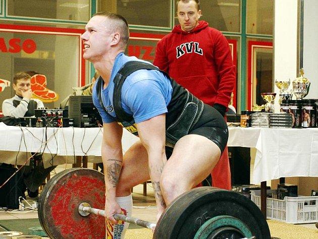 Stanislav Kundrt, vítěz kategorii do 82,5 kg a celkový vítěz mezi juniory při mrtvém tahu.