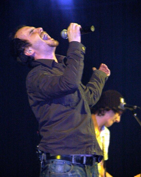 Kapela No Name v litvínovské sportovní hale u Koldomu 8. dubna 2006.