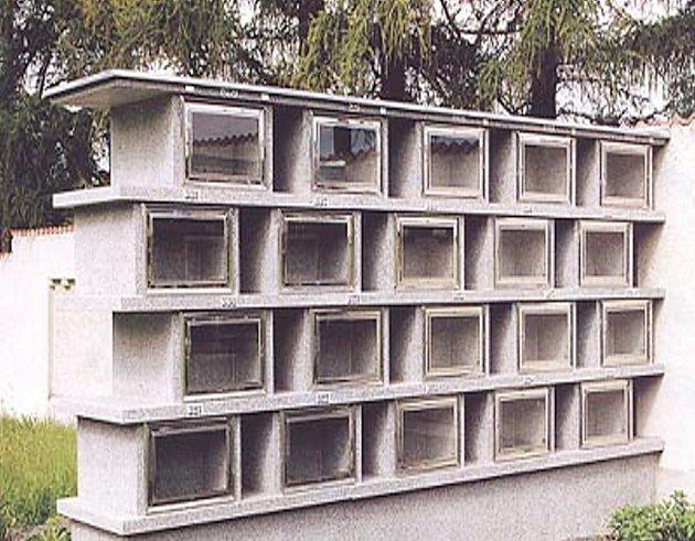 Kolumbária - hřbitovní stavby pro ukládání pohřebních uren.