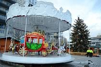Mostecké 1. náměstí je připravené na Vánoční trhy
