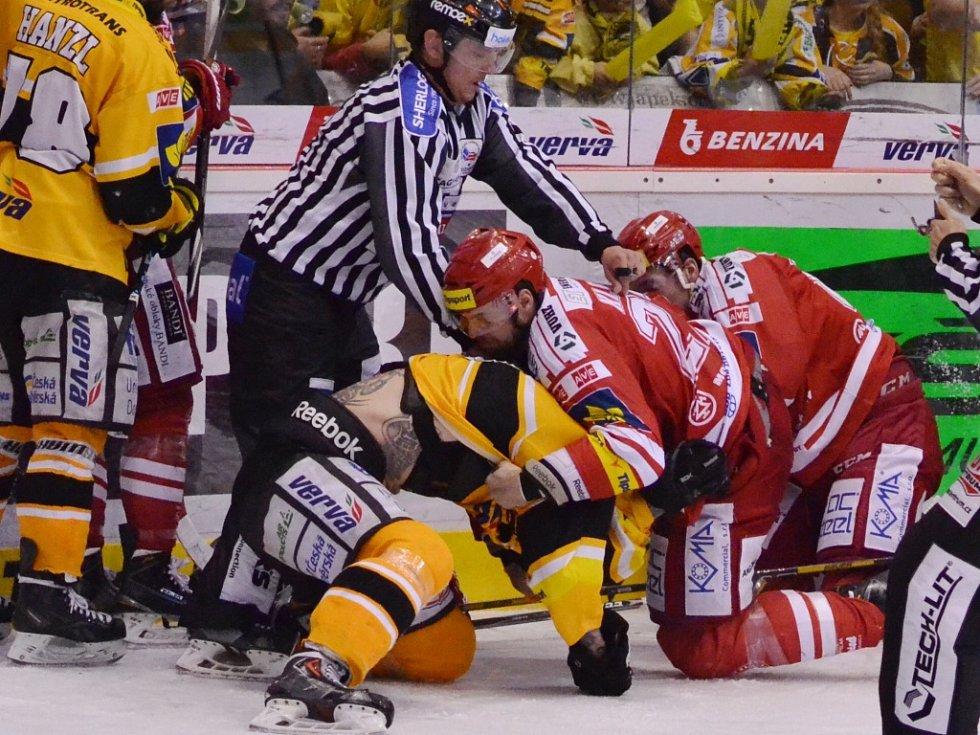 Zápas jako břitva - čtvrté finále mezi Litvínovem a Třincem.