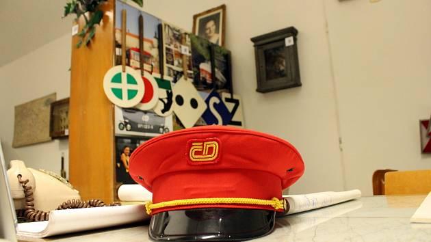 V Oblastním muzeu a galerii v Mostě je k vidění výstava 150 let železnice na Mostecku.