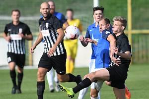 FK Baník Most-Souš (v modrém) v domácím zápase s Brandýsem.