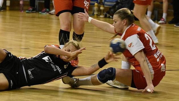 Michaela Borovská (v černém) v posledním zápase s Veselím, do kterého nastoupila po 18 měsících.