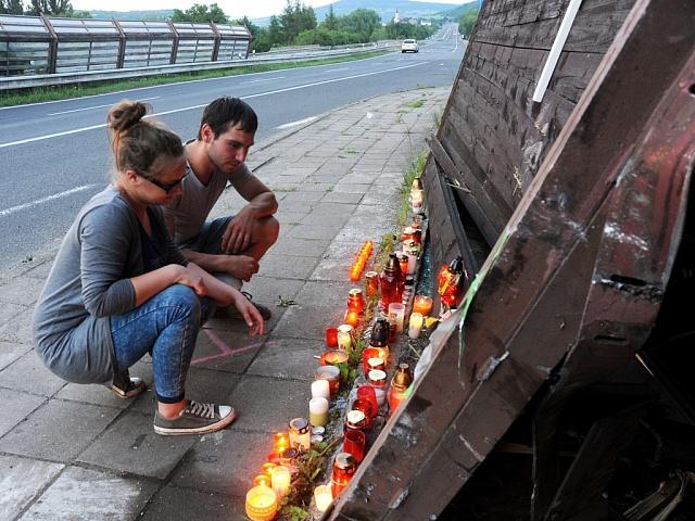 Místo nehody u Obrnic, kde se stala tragická havárie automobilu s dvěma mladými dívkami