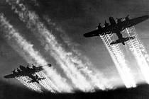 Dne 14. února 1945 bombardovali Američané chemičku v Záluží. Paradoxem je, že někteří letci zranění při akci obdrželi vyznamenání Purpurové srdce.