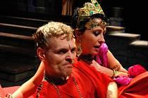 Radim Madeja v hlavní roli římského císaře Caliguly v Mostě, za tuto roli dostal Madeja v Mostě Cenu diváků.