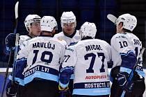 Mostečtí hokejisté doma vysoko srazili Děčín.