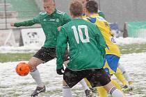 Mostecké hráče (v zeleném) čeká v neděli zápas v Karviné.