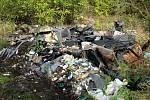 Poklidnou procházku kazí odpadky a černé skládky.