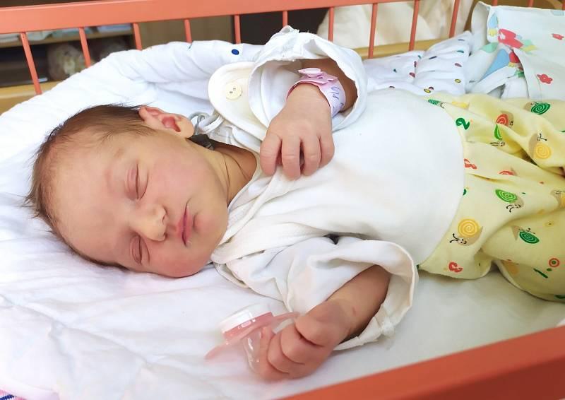 Julie Mikynová se narodila 29. května v 8.56 hodin rodičům Kristýně a Jakubovi Mikynovým. Měřila 47cm a vážila 2,93 kg.