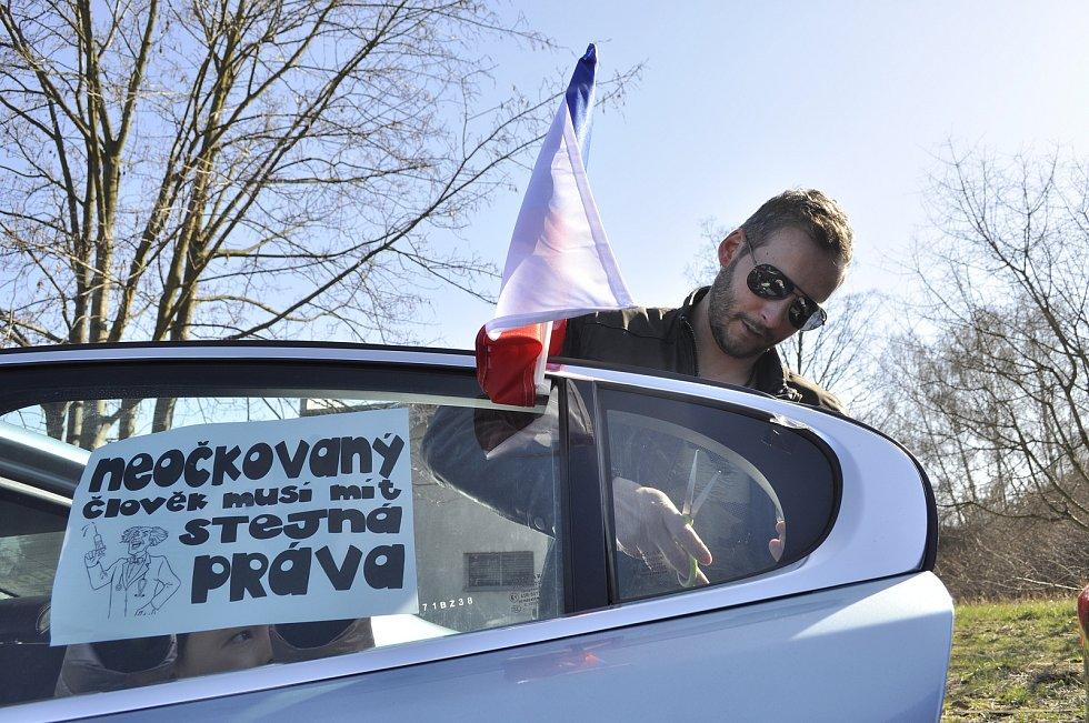 Nedělní protestní jízda v Mostě kritizující lockdown.