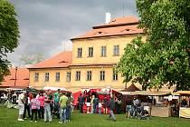 Částečná rekonstrukce zámku byla zahájena v roce 1994. Byla sanována střecha, stěny a komíny, zateplena třetina půdy a v roce 2000 vyměněna výměníková stanice. Město požádalo Ústecký kraj o převod zámku do svého majetku, což se stalo 30. 5. 2006.
