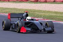 Při testování Formule Renault 3.5 týmu Charouz Racing System mladými českými nadějnými piloty Petrem Ptáčkem a Romanem Staňkem padl neoficiální rekord trati.
