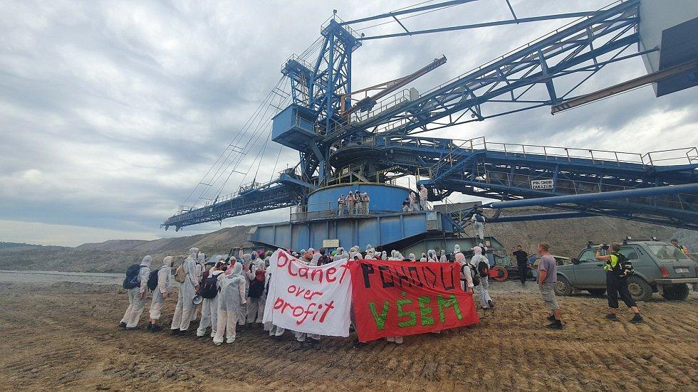 Aktivisté v lomu Vršany. Foto: Majda Slámová
