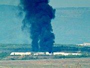 Dým stoupající z požáru na skládce Celio u Litvínova.