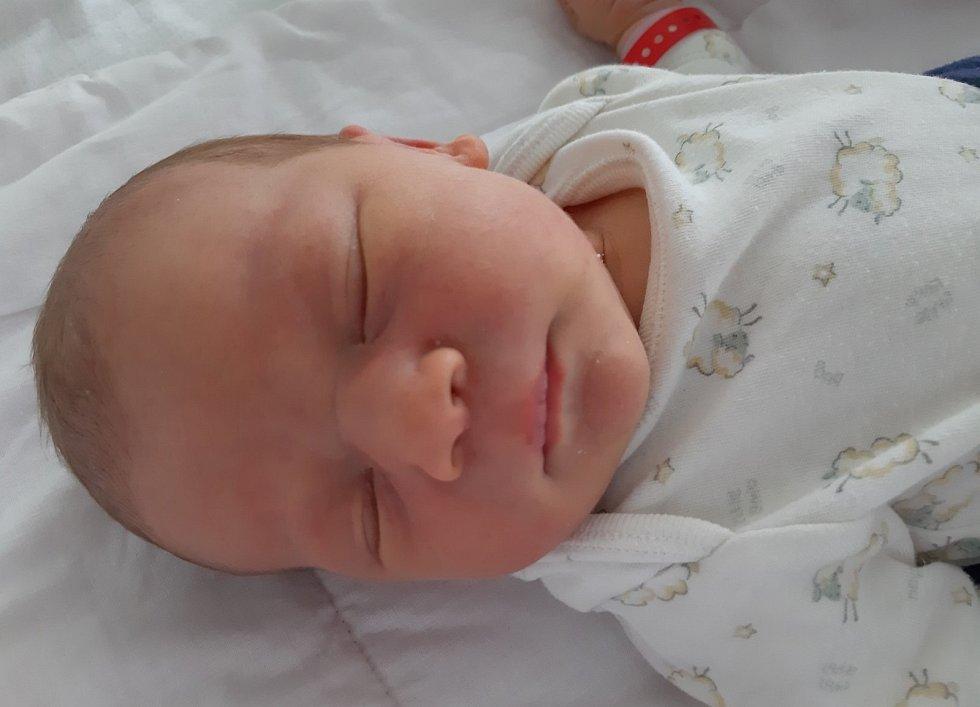 Julie Hošničková se narodila mamince Nikole Hlaváčkové z Lomu 20. února ve 2.00 hodiny. Měřila 50 cm a vážila 3,7 kilogramu.