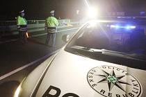 Dopravní policie při večerní akci.