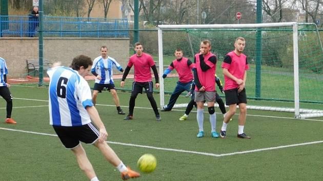 V Mostecké lize malé kopané začala nová sezona.