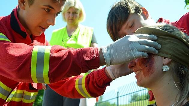 Letošní regionální soutěž mládeže v poskytování první pomoci na Benediktu v Mostě.