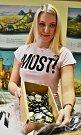 Infocentrum v Mostě začalo prodávat trička a placky s tématikou seriálu Most!.