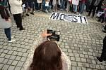 Demonstrace na 1. náměstí v Mostě v úterý 28. května. Účastníci žádali demisi Andreje Babiše.