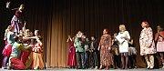 Iva Janžurová obdržela v Mostě cenu Forever Young. Cenu jí přinesla mládež ze Studia mladých divadelníků v Mostě.