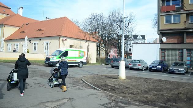 Špatný stav prostranství u hotelového domu a zámku v Litvínově se začne řešit v květnu.