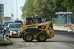 Kolony aut se tvoří u první rekonstruované zastávky MHD v mostecké ulici Višňová.