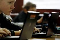 Počítače a internet se staly běžnou součástí života.