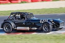 Následující víkend bude na mosteckém autodromu patřit šestému ročníku Carboniacupu. K vidění bude například i tento automobil Caterham.