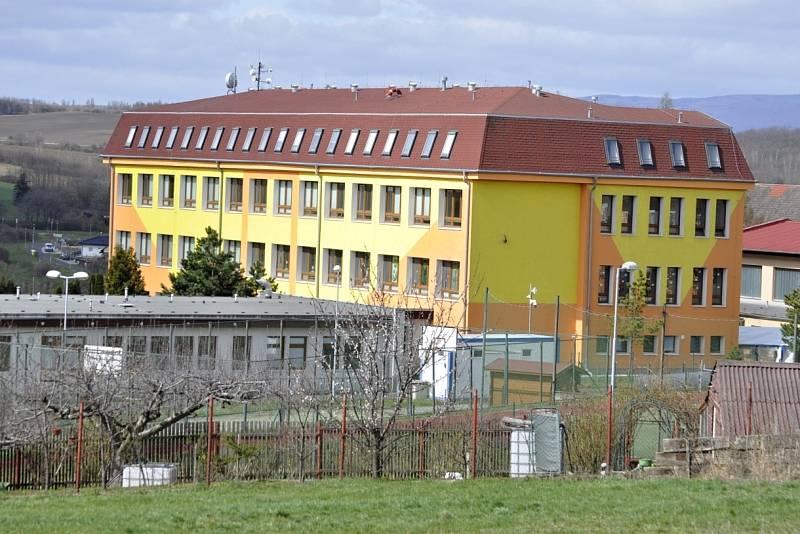 Škola v Braňanech u Mostu