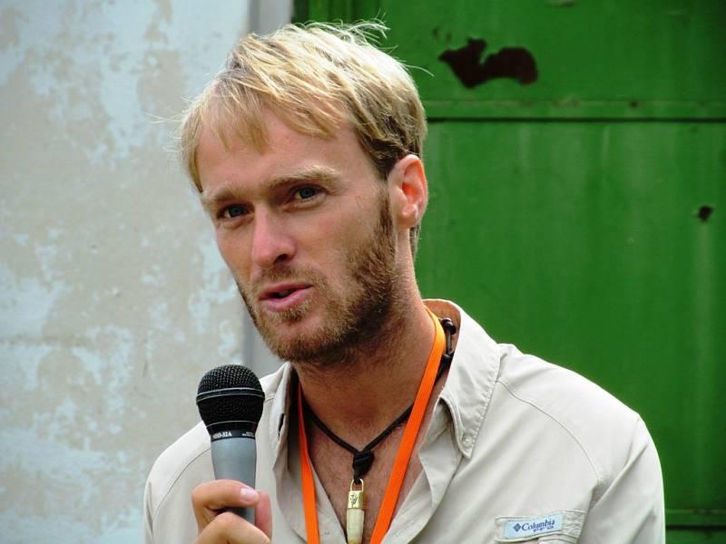 Hlavní hvězdou byl rybář Jakub Vágner. Fotil se, podepisoval se.