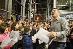 Loňské zpívání koled v Mostě.