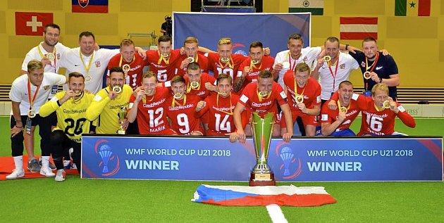 Česká reprezentace do 21let jako vítěz mistrovství světa.