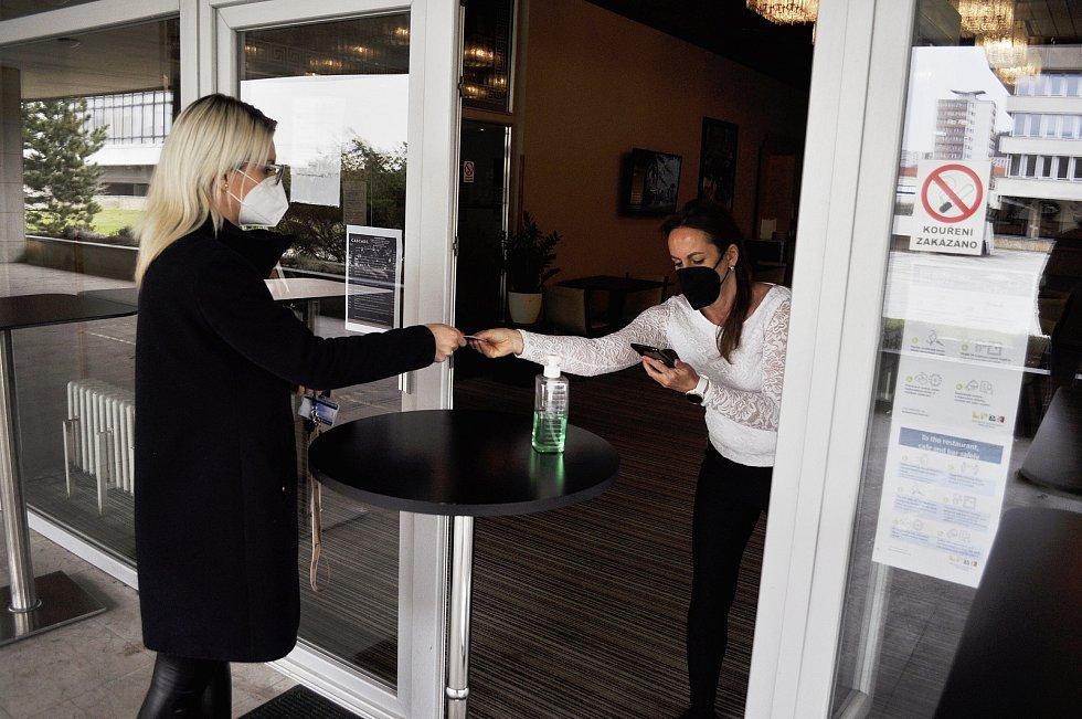 Hotel Cascade v Mostě v pondělí 12. dubna.